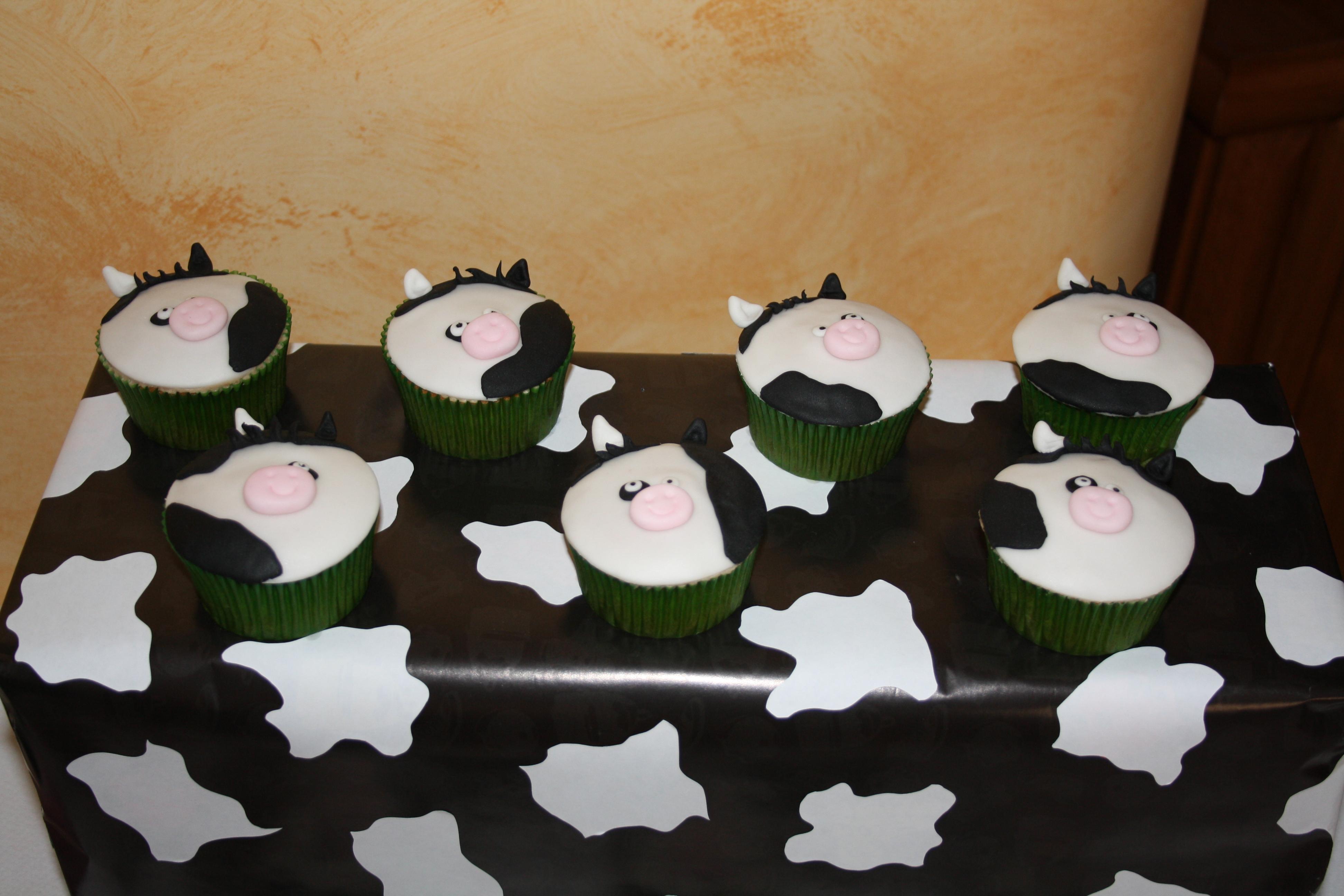 Cow Print Cake Pops