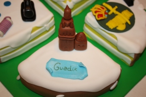 tarta 4 en 1 guardia civil, ganchillo, maquina coser y catedral guadix (10)
