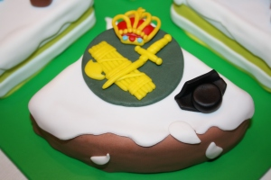 tarta 4 en 1 guardia civil, ganchillo, maquina coser y catedral guadix (8)