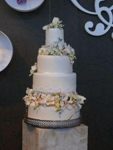 elegante tarta boda flores